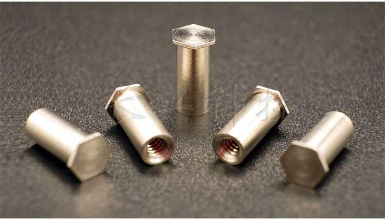 不锈铁盲孔压铆螺柱产品实拍照片